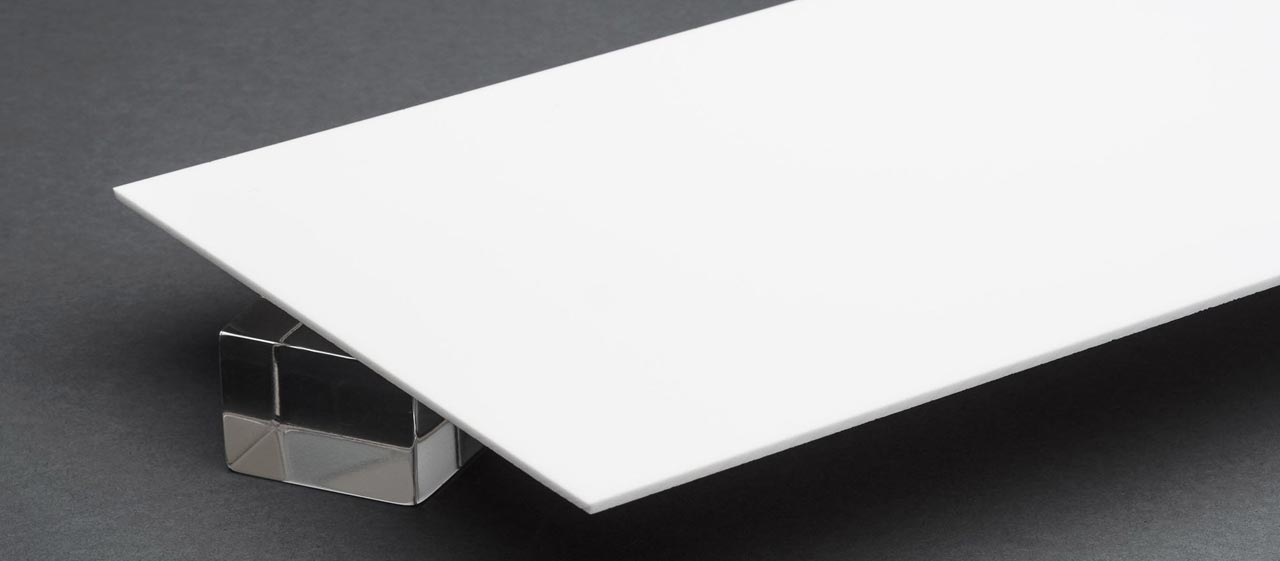 Banner tấm nhựa mica trắng sữa