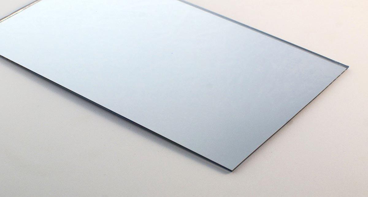 tấm nhựa acrylic tráng gương